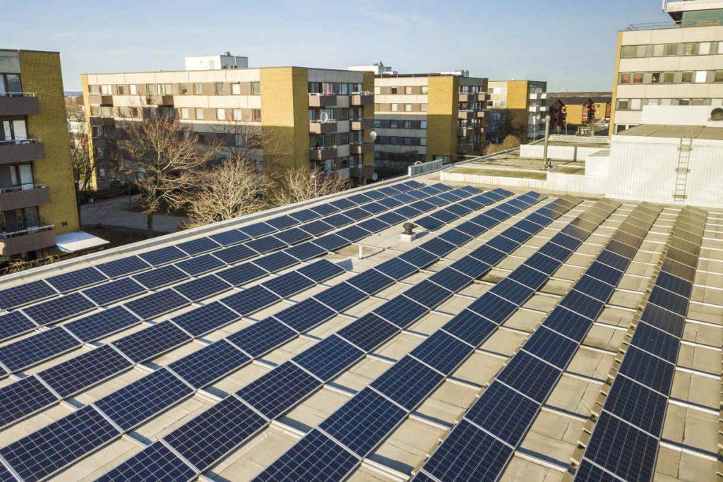 urbane Immobilie mit PV-Anlagen